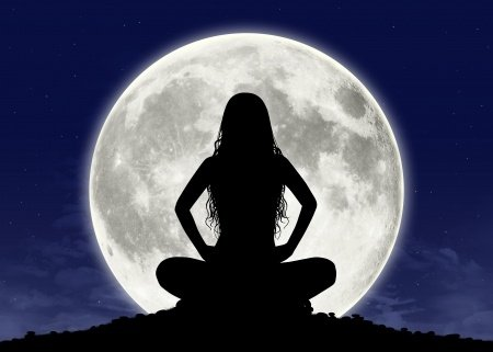 Moon Cycle Meditations to Connect with your Menstrual Cycle